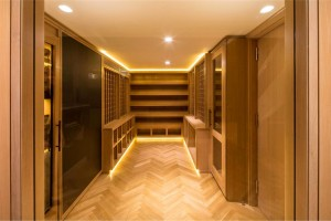 Extravagant-Style-Walk-in-Closet-Supported-by-Accent-and-Decorative-Lamps-with-Gold-Lighting-to-Work-with-Sleek-Modern-Wardrobe-and-Shelving-936x625
